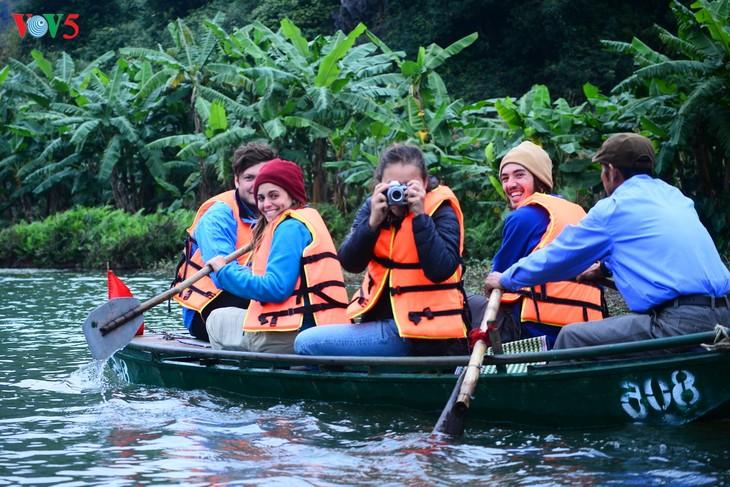 Le Vietnam fera le tourisme une économie de pointe - ảnh 1
