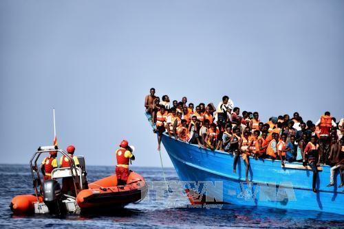 Libye: le naufrage de deux bateaux de migrants fait au moins 30 morts - ảnh 1