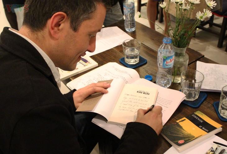 Le roman «La cravate de Simenon» adapté au théâtre - ảnh 3