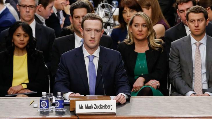 Le patron de Facebook s'excuse devant le Sénat américain - ảnh 1