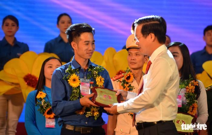 Activités à l'occasion du 128e anniversaire du président Hô Chi Minh - ảnh 1