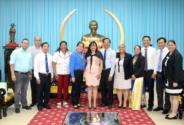 La première secrétaire de l'Union des jeunes communistes cubains à Bên Tre - ảnh 1