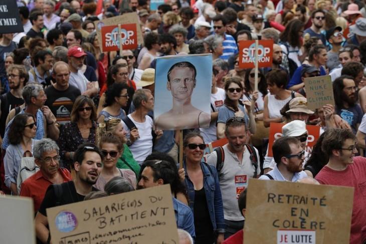 Les manifestations anti-Macron rassemblent 250.000 personnes dans toute la France  - ảnh 1