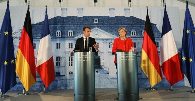 Zone euro et migrants: Macron et Merkel affichent leur unité - ảnh 1