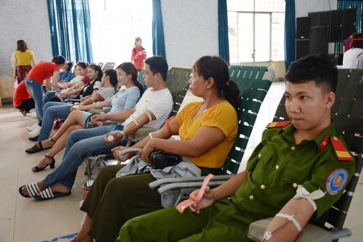 Itinéraire rouge 2018 : réception de 1.644 unités de sang dans la province de Dak Lak - ảnh 1