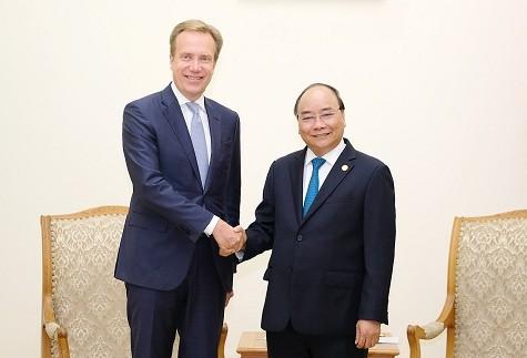 Nguyên Xuân Phuc rencontre le président du Forum économique mondial - ảnh 1