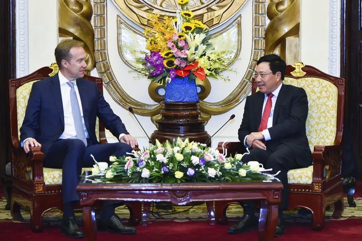 Nguyên Xuân Phuc rencontre le président du Forum économique mondial - ảnh 2