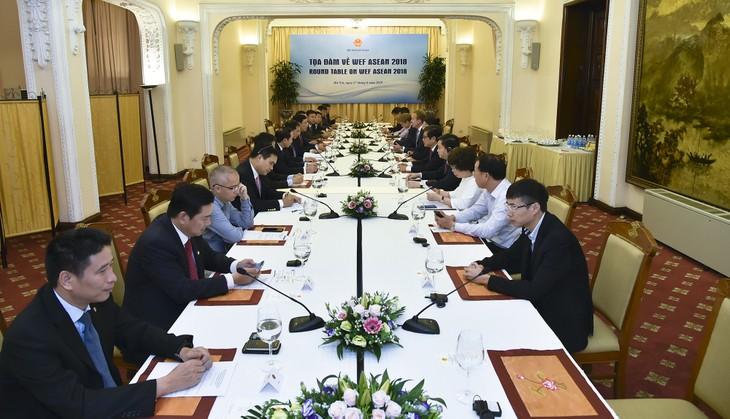 Nguyên Xuân Phuc rencontre le président du Forum économique mondial - ảnh 3