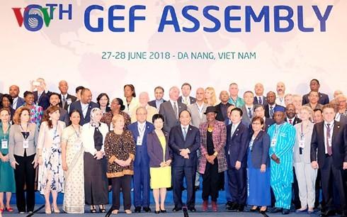 GEF 6: le Premier ministre Nguyên Xuân Phuc rencontre des chefs d'État étrangers  - ảnh 1