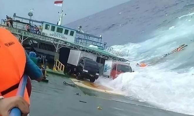 Naufrage d'un ferry en Indonésie: le bilan monte à 29 morts - ảnh 1