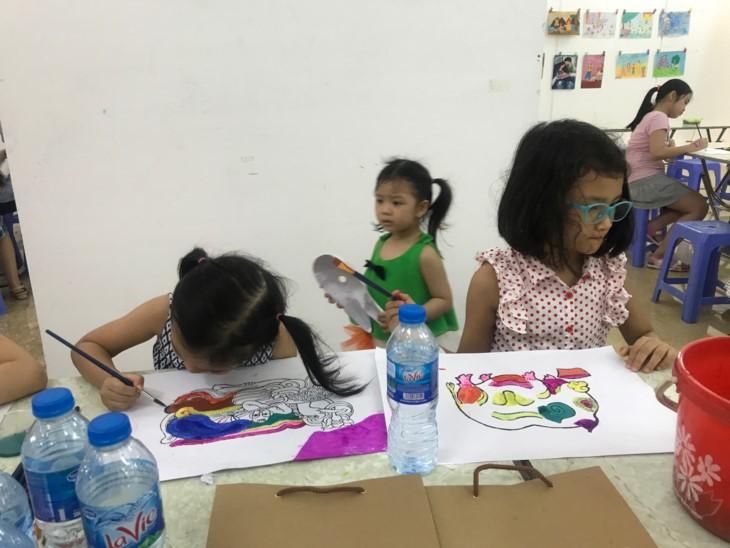 Quand les enfants s'intéressent à des estampes populaires - ảnh 3
