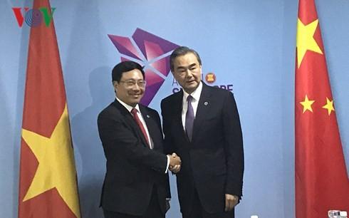 Pham Binh Minh rencontre les chefs de la diplomatie chinois et européen - ảnh 1