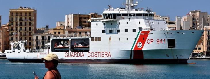 Italie: des migrants entament une grève de la faim pour demander au gouvernement de les accueillir - ảnh 1