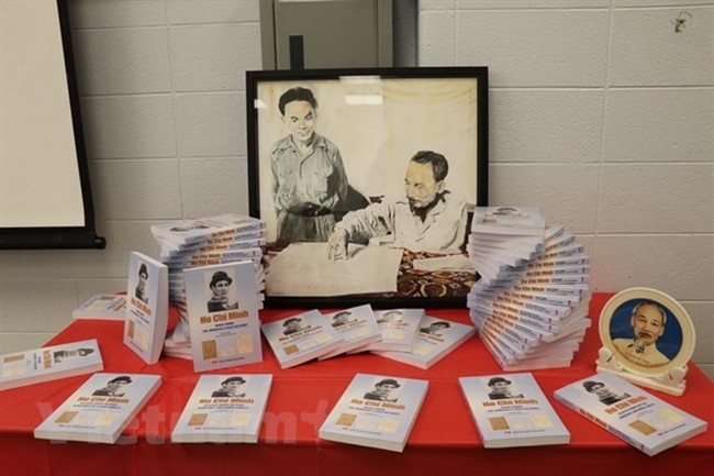 Publication d'un troisième livre sur le président Hô Chi Minh au Canada - ảnh 1
