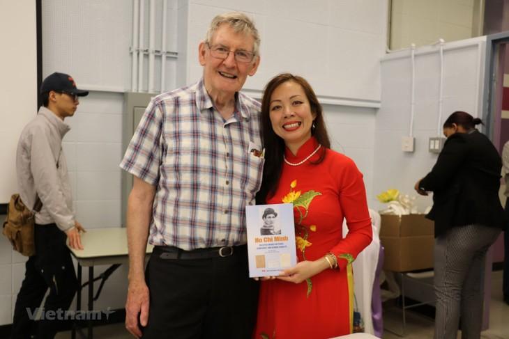 Publication d'un troisième livre sur le président Hô Chi Minh au Canada - ảnh 2