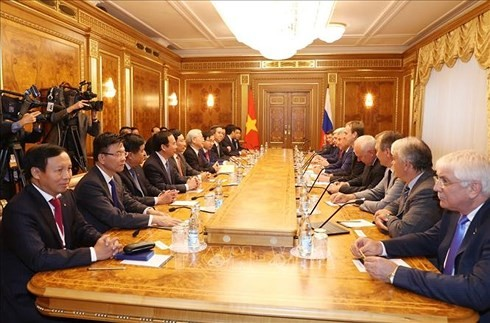 Nguyên Phu Trong rencontre des responsables des deux chambres du Parlement russe - ảnh 2