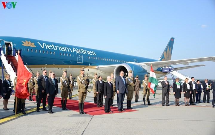Le secrétaire général du Parti communiste vietnamien entame sa visite en Hongrie - ảnh 2