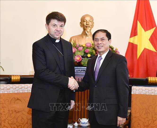 Le représentant pontifical non résident du Vatican en visite au Vietnam - ảnh 1
