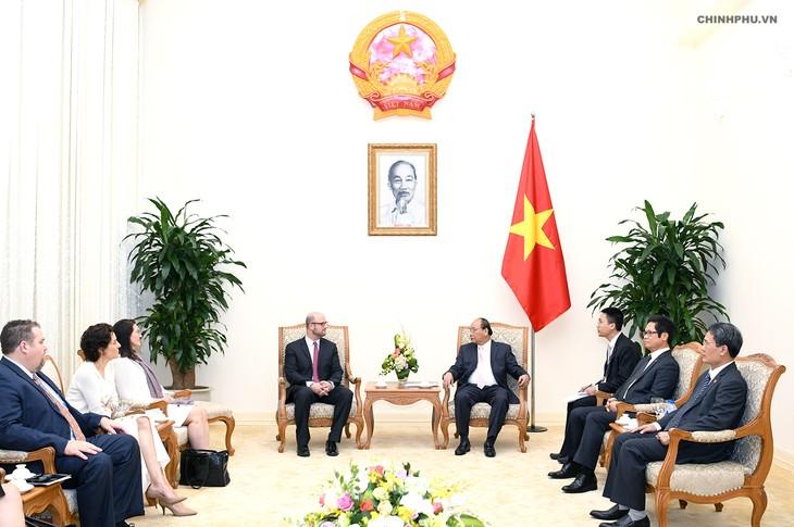 Nguyên Xuân Phuc reçoit une délégation d'hommes d'affaires des États-Unis - ảnh 1