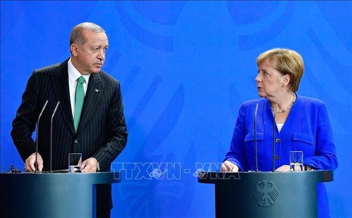 A Berlin, Erdogan plaide pour la libéralisation des visas - ảnh 1