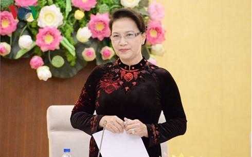 Les chefs du corps diplomatique vietnamien à l'étranger reçus par Nguyên Thi Kim Ngân - ảnh 1