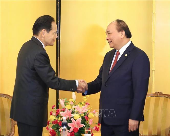 Nguyên Xuân Phúc rencontre des députés et des hommes d'affaires japonais - ảnh 1