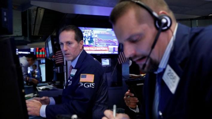 Wall Street dévisse, Trump attaque la Réserve fédérale  - ảnh 1