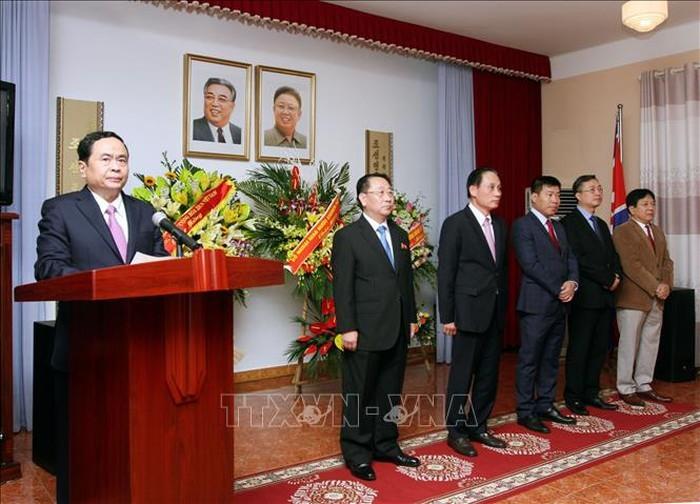 Réception en l'honneur du 60e anniversaire de la visite de Kim Il-sung au Vietnam  - ảnh 1