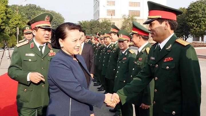 Activités à l'occasion de l'anniversaire de l'Armée populaire vietnamienne - ảnh 1