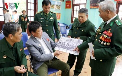 Rencontre avec des soldats ayant participé à la défense de la frontière du Nord - ảnh 1
