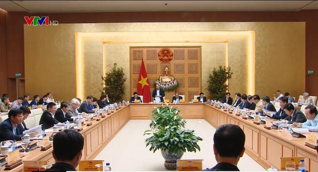 Le Premier ministre préside la réunion de la commission socio-économique - ảnh 1