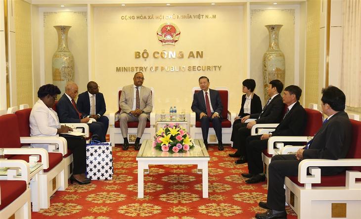 Renforcement de la coopération en matière de sécurité Vietnam-Angola - ảnh 1