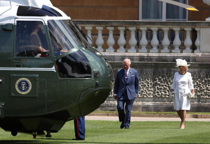 Donald Trump reçu par la reine Elizabeth II - ảnh 2