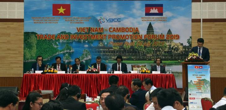Le Forum pour la promotion du commerce et de l'investissement Vietnam – Cambodge 2019 - ảnh 1