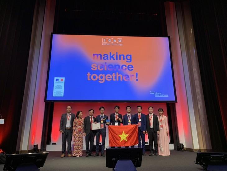 Quatre Vietnamiens médaillés aux 51e Olympiades internationales de Chimie 2019 - ảnh 1