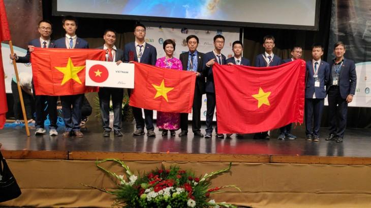 Le Vietnam primé aux Olympiades internationales d'astronomie et d'astrophysique 2019 - ảnh 1