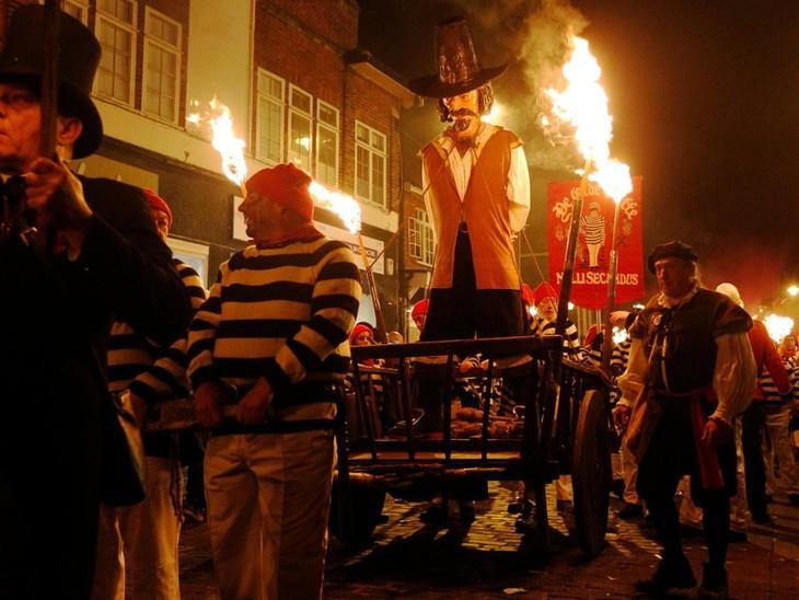 Bonfire Night traditions in Britain - ảnh 3
