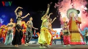 ハロン市で「ハロンカーニバル2012」とハロン湾が世界新7不思議の1つに選ばれたことを祝う式典 - ảnh 1