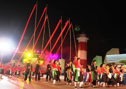 ハロン市で「ハロンカーニバル2012」とハロン湾が世界新7不思議の1つに選ばれたことを祝う式典 - ảnh 2