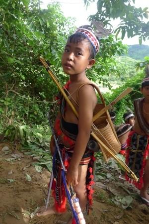 コトゥ族のクロスボウと射撃技術 - ảnh 1
