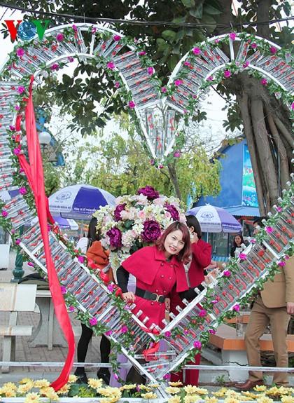 ハノイ市民、バレンタインデーを祝う - ảnh 1