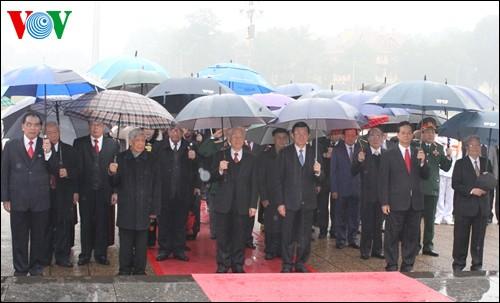 党、国家の指導者ら、ホーチミン廟参り - ảnh 1