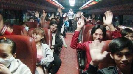 帰省する労働者を無料で運ぶバス - ảnh 1