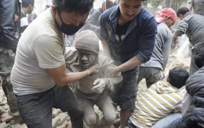 ネパール大地震 犠牲者3300人超に - ảnh 1