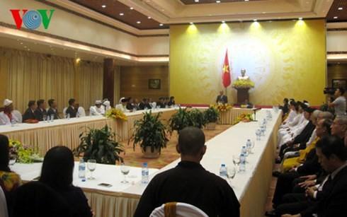 フク副首相、各宗教の聖職者の代表と会合 - ảnh 1