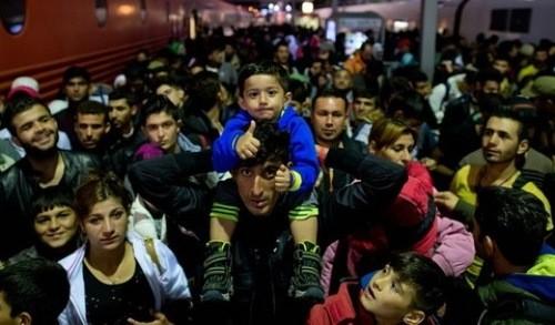 ドイツ到着 難民2日間で2万人 - ảnh 1