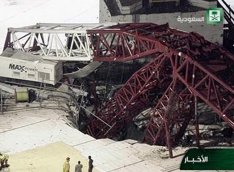 メッカの「聖モスク」でクレーンが倒れる事故 300人以上死傷 - ảnh 1