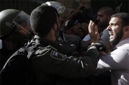 イスラム教聖地で衝突=「暴徒が投石」と警察突入-エルサレム - ảnh 1