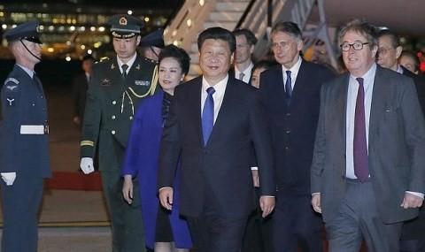 習中国主席夫妻が英国・ロンドン到着 - ảnh 1