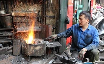 ハノイ旧市街でただ一人の鍛冶職人 - ảnh 1